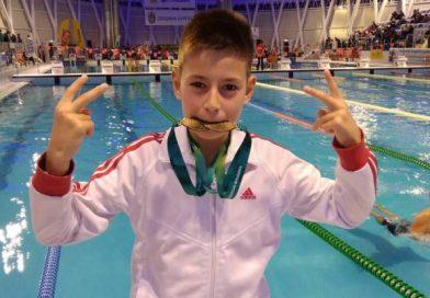 Шампион стартира плувния сезон с 2 златни медала