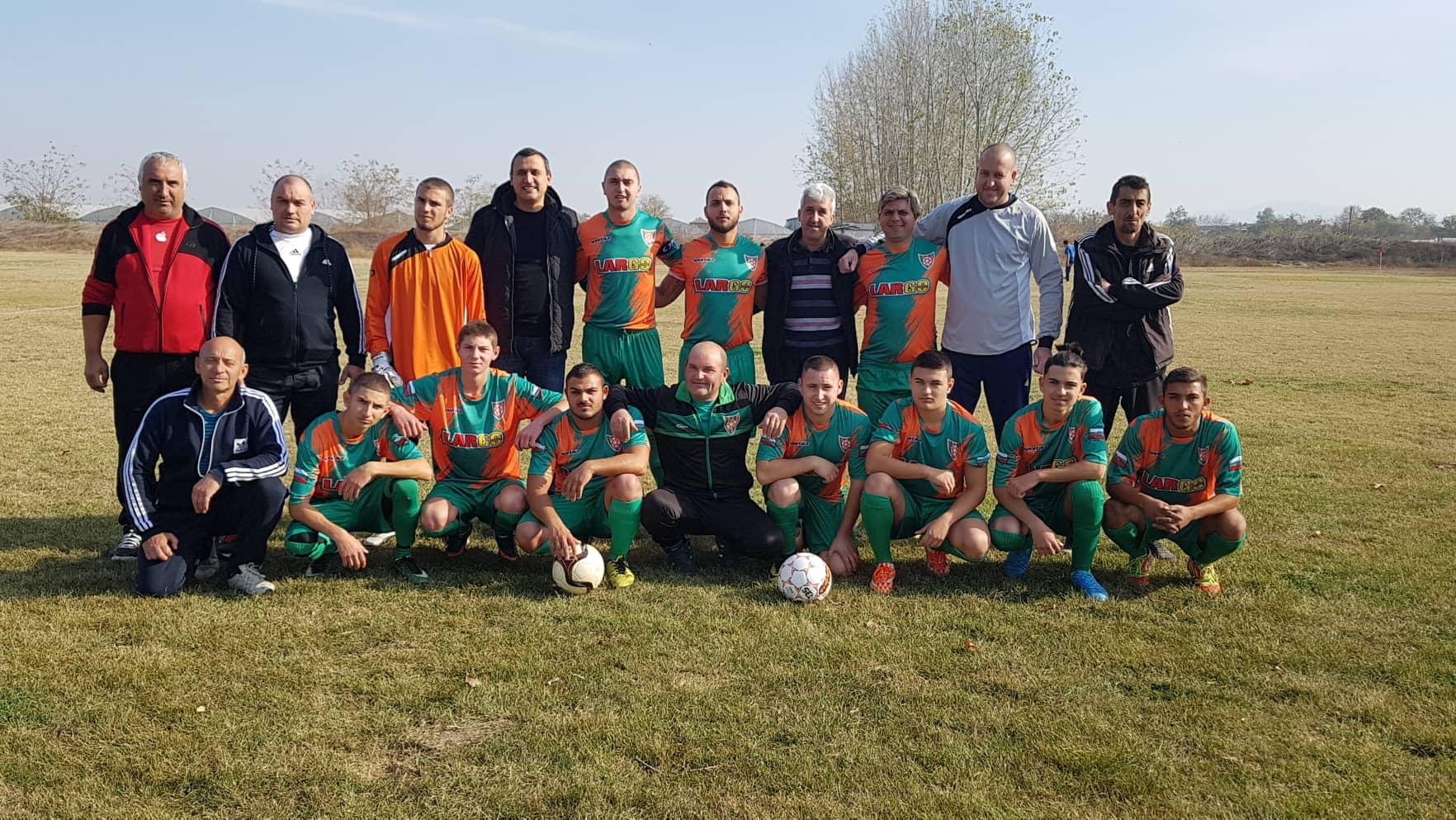 Отборът на Атлетик игра с новите екипи, подарени през седмицата от президента на Хебър Найден Шопов. Снимка: Атлетик (Мокрище).