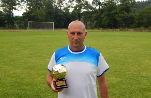 Ангел Станков е дългогодишен футболист на Левски (Ракитово), а през 90-те години записа и 4 сезона с фланелката на Чепинец (Велинград).