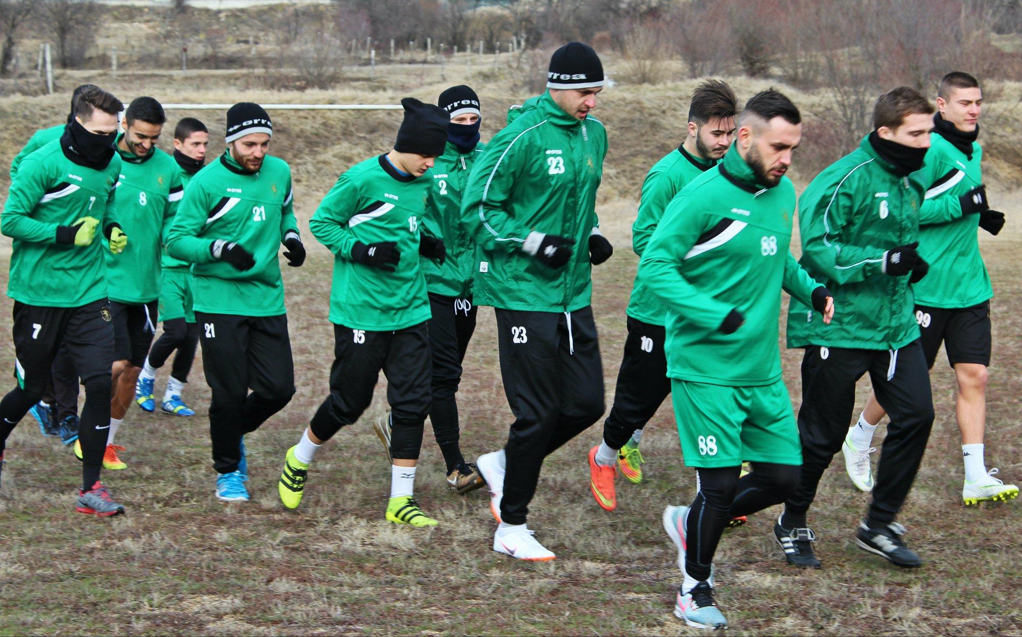 Оборище започна подготовка с 20 футболисти.