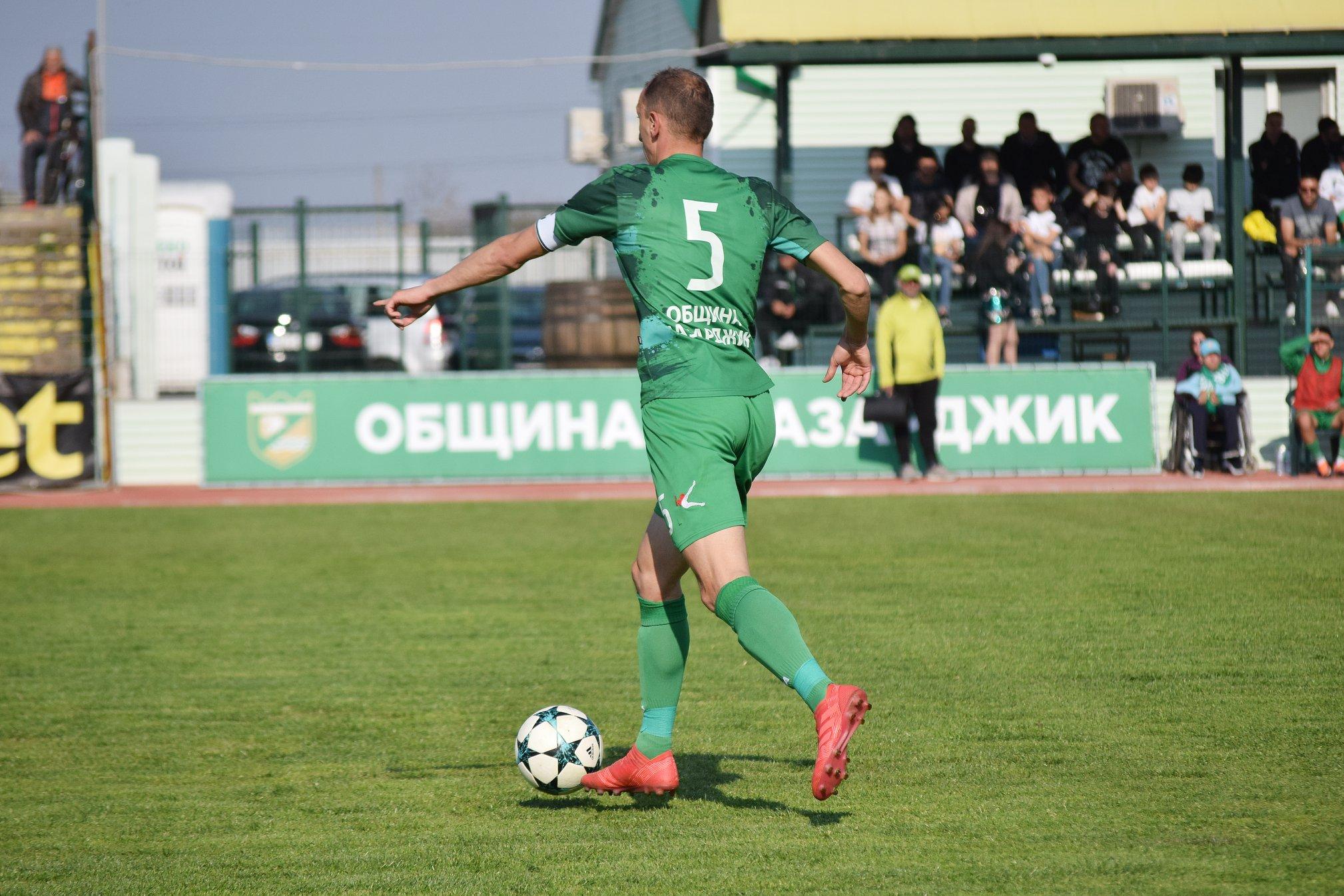 Атанас Велев от Хебър ще пропусне мача с Вихрен (Сандански) заради натрупани пет жълти картона.