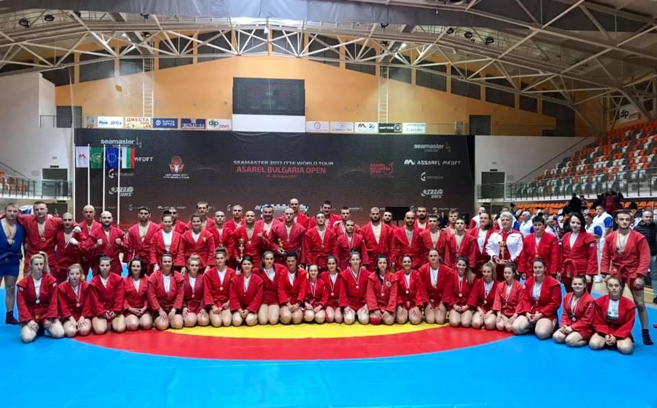 Панагюрските самбисти отново защитиха достойно името на школата, като завоюваха пълен комплект медали, показвайки завидни спортни качества и воля за победа.