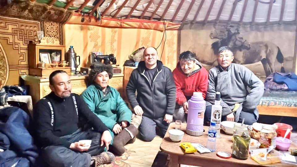 Той е бил гост на едно монголско семейство, което го посрещнало, показвайки му огромно уважение. В негова чест е приготвено традиционното местно ястие от овче месо и зеленчуци.