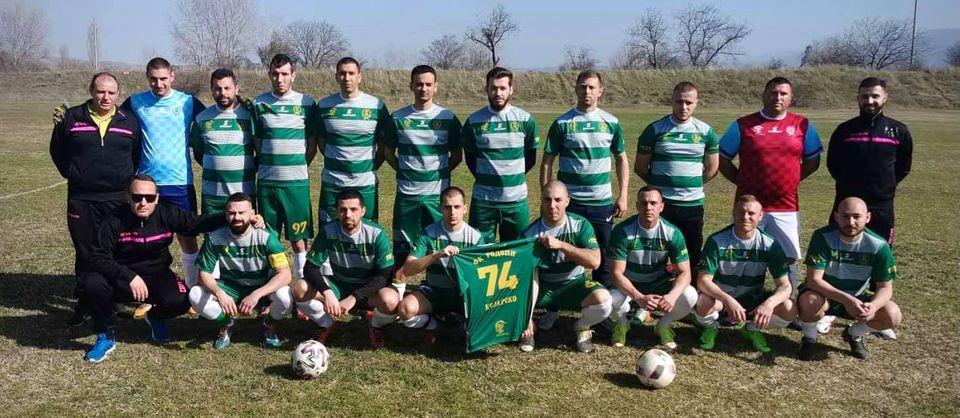 По случай стогодишнината на клуба, която се отбелязва през тази година, футболистите на Родопи играха с чисто нов юбилеен екип, който беше в цветовете на първия отбор на Родопи, а именно зелено-бяло.